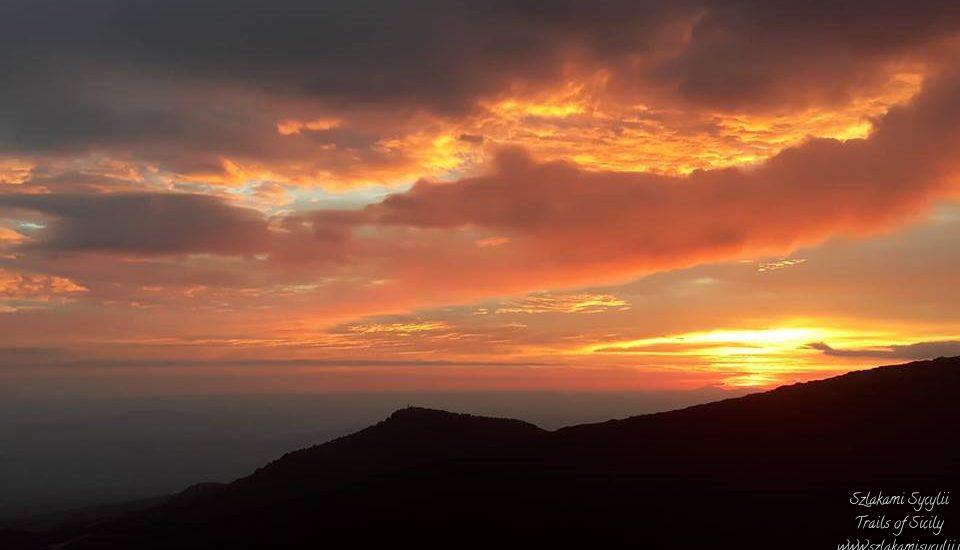 Etna o Zachodzie Słońca