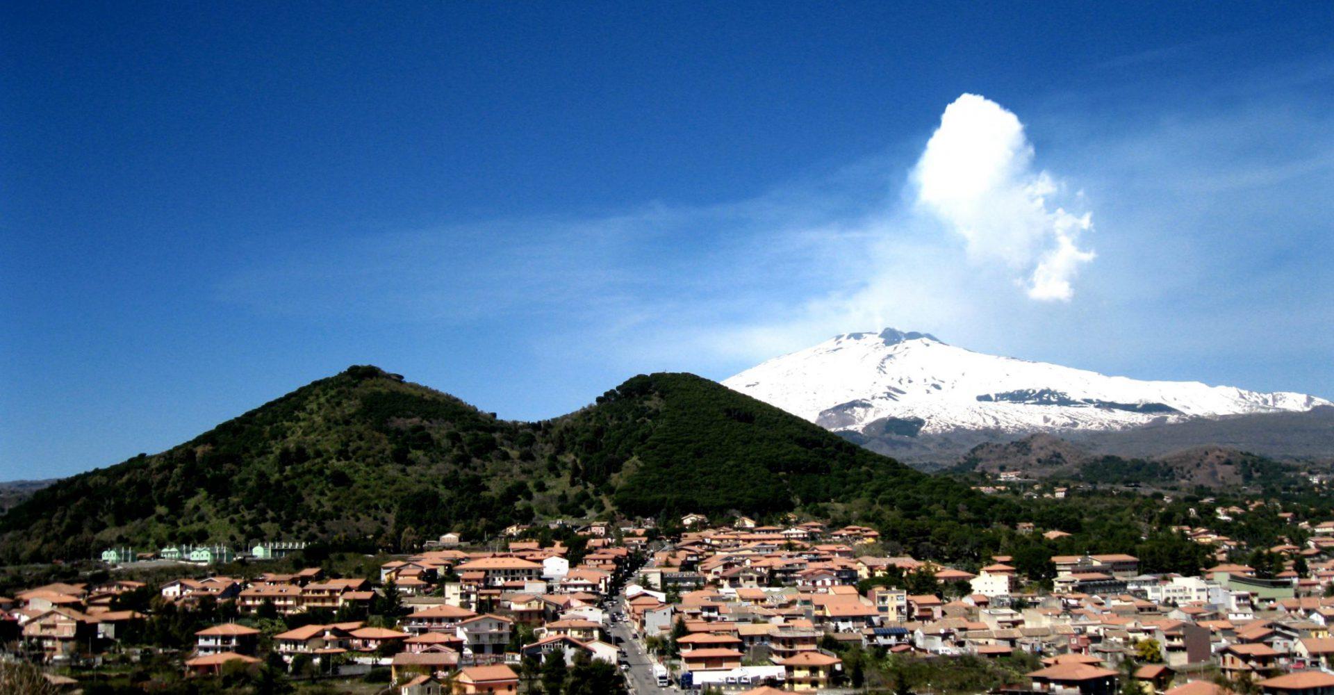 Etna – co należy wiedzieć o największym aktywnym wulkanie w Europie.